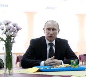 Владимир Путин предложил возродить рабфаки и добавить выходных солдатам-срочникам