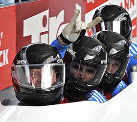 Россияне взяли три медали на чемпионате по бобслею.