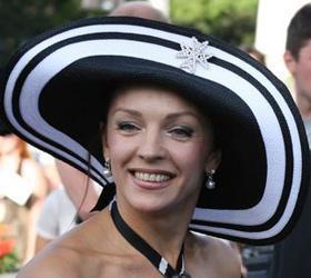 Жена экс-губернатора Приморья, не драматизирует отставку супруга