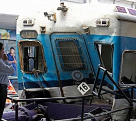 В Аргентине состав с сотнями пассажирами врезался в стену