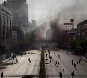 В Бангкоке  иранец взорвал две бомбы.