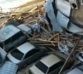 В Краснодарском крае ураган оставил людей без света и крыш.