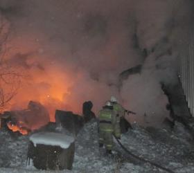 В аэропорту Кызыла загорелся ангар.