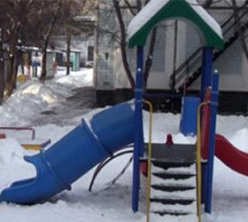 Трагедия в детском саду: ребенок погиб, катаясь с горки