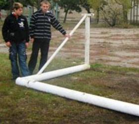 В Екатеринбурге школьник погиб от падения футбольных ворот