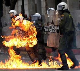 Афины в огне: в городе идут столкновения полиции и демонстрантов