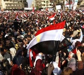 Тысячи египтян митингуют против возвращения Хосни Мукбарака