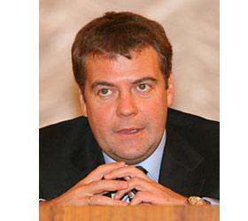 """Медведев снова строго спросил с чиновников за """"сохранение номеров"""" в сотовой связи"""