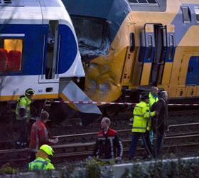 136 человек пострадали при столкновении поездов Амстердаме