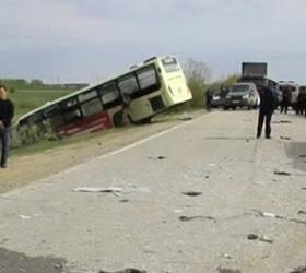 В Якутии переполненный автобус столкнулся с джипом