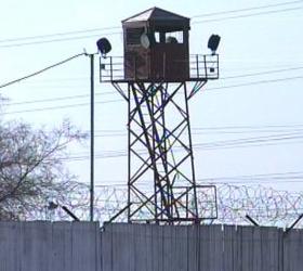 В одной из колоний Омска заключенные порезали себе руки и шеи