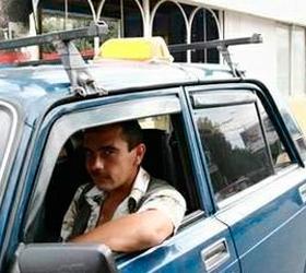 Крымские таксисты развозят людей бесплатно