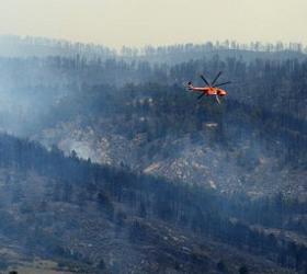 Под Сургутом лесной пожар угрожает высоковольтной линии