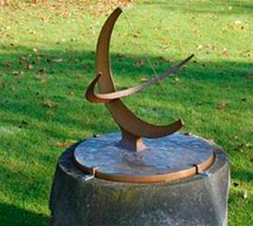 """В Великобритании похищена скульптура """"Солнечные часы"""""""