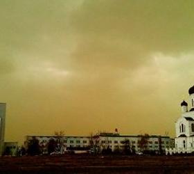 Метеорологи выяснили причну желтых облаков над Москвой