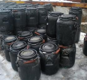 В трех километрах от МКАД устроили нелегальную свалку химических отходов