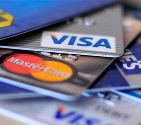 Около половины россиян имеют более двух банковских карточек
