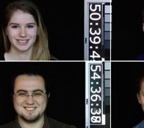 Люди после сорока выглядят моложе, если улыбаются