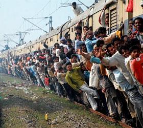 Большинство сообщений, которые вызывали панику в индии, отправлялись из Пакистана