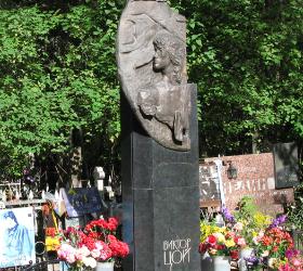 Полицией была пресечена драка на могиле Виктора Цоя