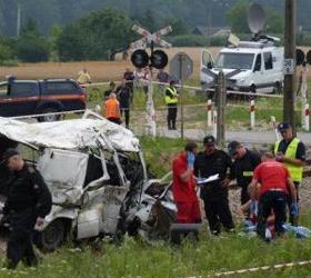 В Польше маршрутка столкнулась с поездом: погибли украинские граждане