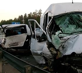 В Свердловской области во время столкновения микроавтобусов погибли два человека