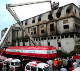 Во время пожара на пакистанской швейной фабрике погибли более 240 человек