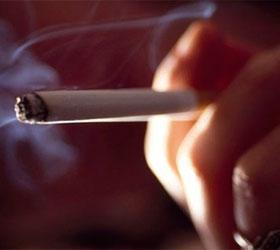 Некурящие люди спят лучше курящих