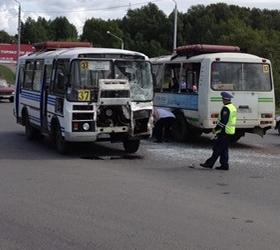 В Новосибирске автобус столкнулся с маршруткой