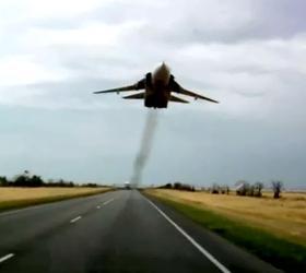 Над трассой М-21 пролетел военный самолет