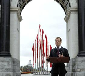 В открытие Триумфальной арки принял участие Дмитрий Медведев
