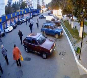 """В столице разыскивают водителя, который задавил ребенка на парковке у """"Седьмого континента"""""""