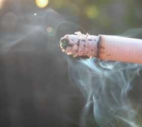 Эксперты: женщине нужно бросить курить до 30