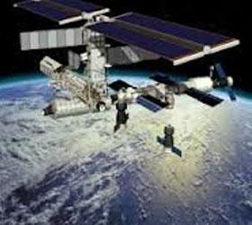 В МКС может врезаться обломок японского спутника