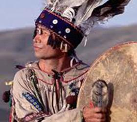 В музее на озере Андреевское споют шаманские песни