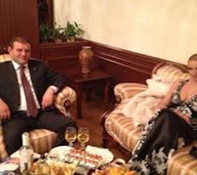 Перед мэром Еревана вывалила грудь Анастасия Волочкова