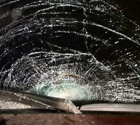 При столкновении грузовика с маршруткой на юге столицы пострадали одиннадцать человек