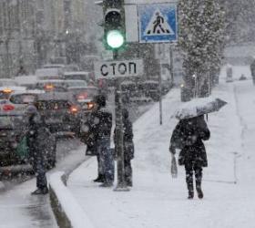 В Москве снег парализовал автомобильное движение