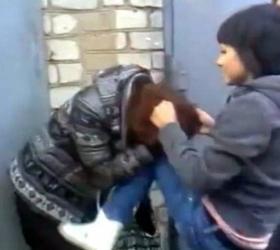 Школьницу избили и выложили видео с издевательствами в интернет