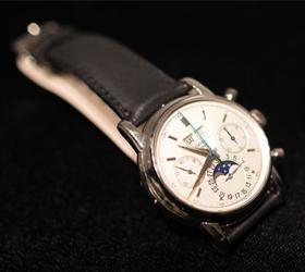 За 3,6 миллионов долларов проданы на аукционе часы Эрика Клэптона