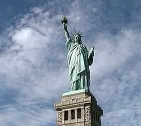 """После урагана """"Сэнди"""" вновь зажегся факел Статуи Свободы"""