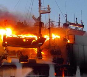 """В Беринговом море на борту траулера """"Мастер"""" ликвидирован пожар"""