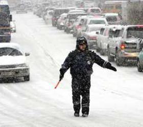 В Москве  движение парализовал снег