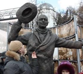 Эльдар Рязанов открыл памятник Юрию Деточкину в Самаре