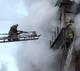 В Арсеньеве всю ночь тушили пожар в жилом доме