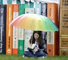 По всему миру набирают популярности публичные чтения