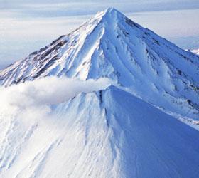 Трое туристов на снегоходах пропали на Камчатке