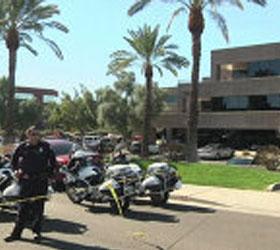 В Америке полицией оцеплено здание, в котором стрелял семидесятилетний мужчина