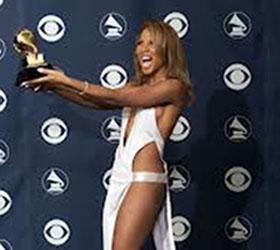 Звезд, которые придут на церемонию награждения «Grammy» попросили тщательнее продумывать гардероб