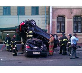 Nissan GT-R протаранил памятник Юрию Долгорукому